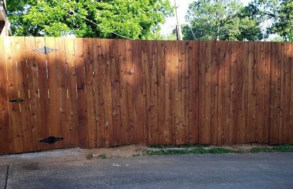 privacy fence with gat to back yard